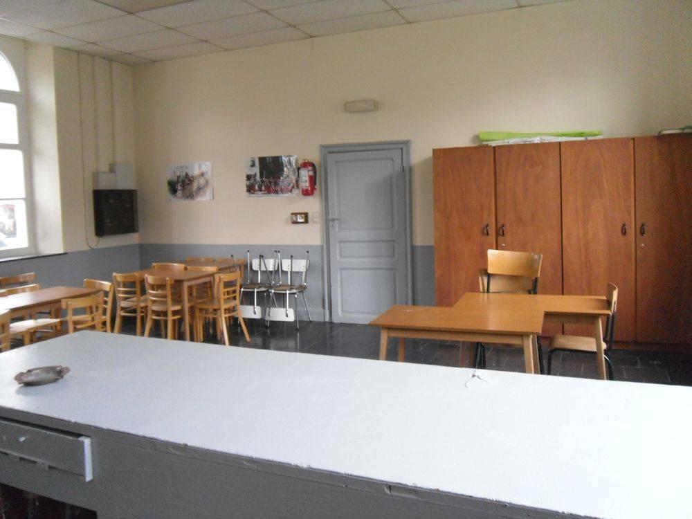 Salle Berzée 03